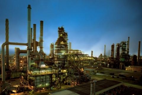 Petrobras pretende vender oito refinarias e usar recursos para investir no pré-sal