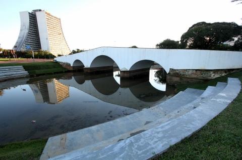 Largo dos Açorianos está próximo de ser devolvido à população