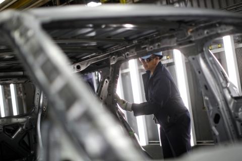 Produção industrial no Brasil cai 0,9% em janeiro, diz IBGE