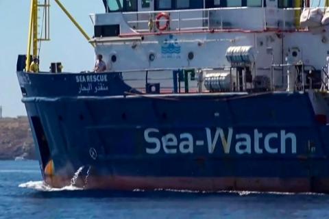 Itália barra desembarque de imigrantes em Lampedusa