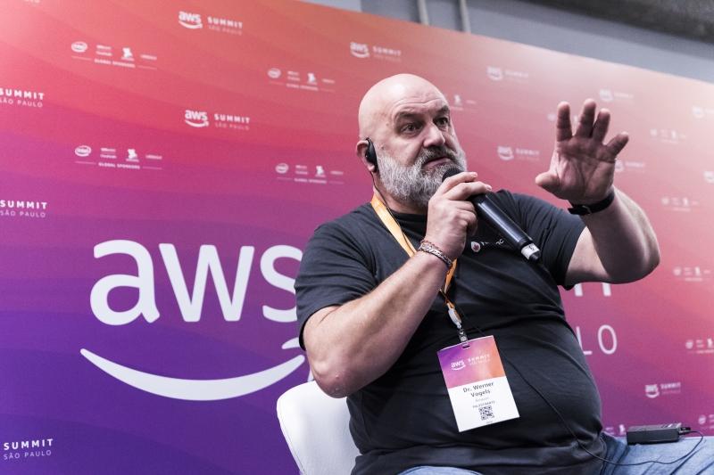 Werner Vogels é um dos pesquisadores pioneiros em cloud e é o CTO da Amazon.com