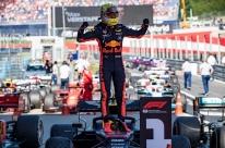 Max Verstappen vence GP da Áustria em final emocionante
