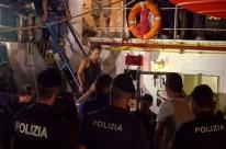 Capitã de navio que levava imigrantes africanos é presa