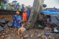 Desabamento de muro após fortes chuvas mata 15 pessoas