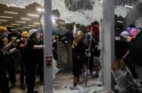 Polícia prende 12 pessoas após protesto no Parlamento de Hong Kong