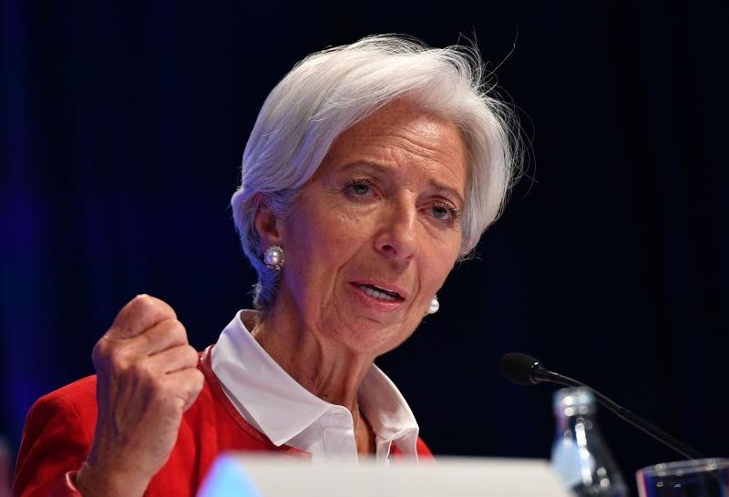 É preciso garantir que a inflação retome o curso pré-pandemia, destaca Lagarde