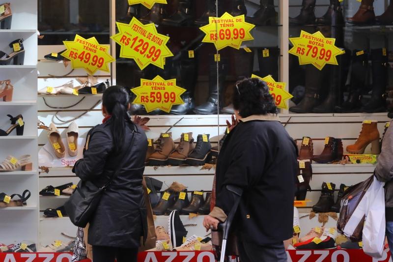 Tecidos, vestuário e calçados puxaram resultado positivo do setor no Estado