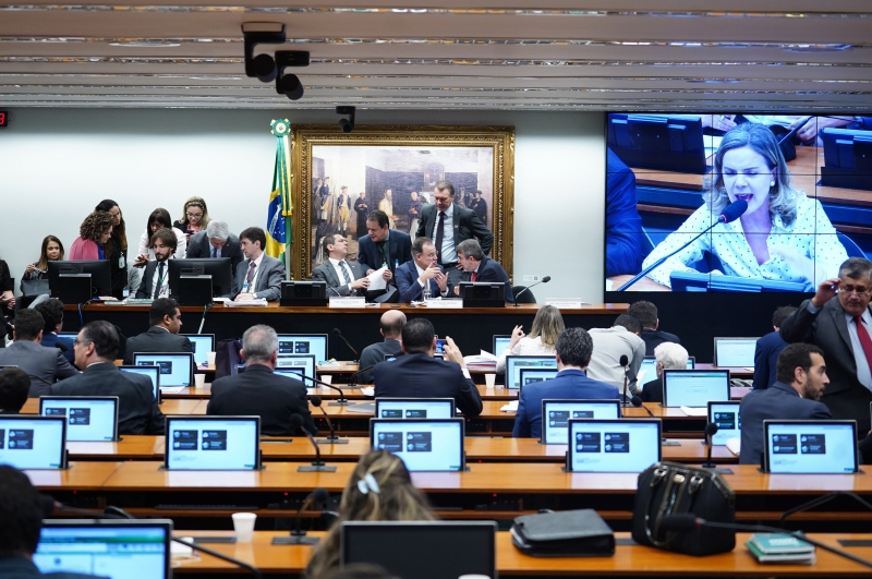Parlamentares se debruçam agora sobre os 19 destaques de bancadas e 88 individuais