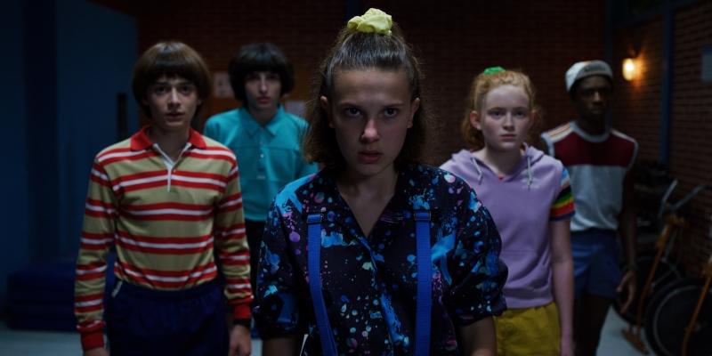 Eleven (ao centro) e amigos retornam para terceira temporada de 'Stranger things'