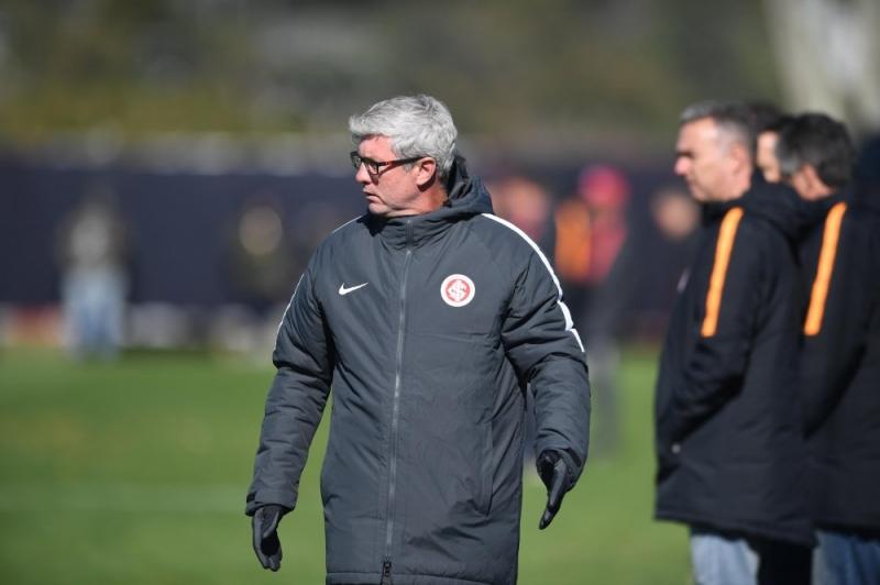 Treinador lamenta ter de enfrentar equipe paulista no arranque do segundo semestre