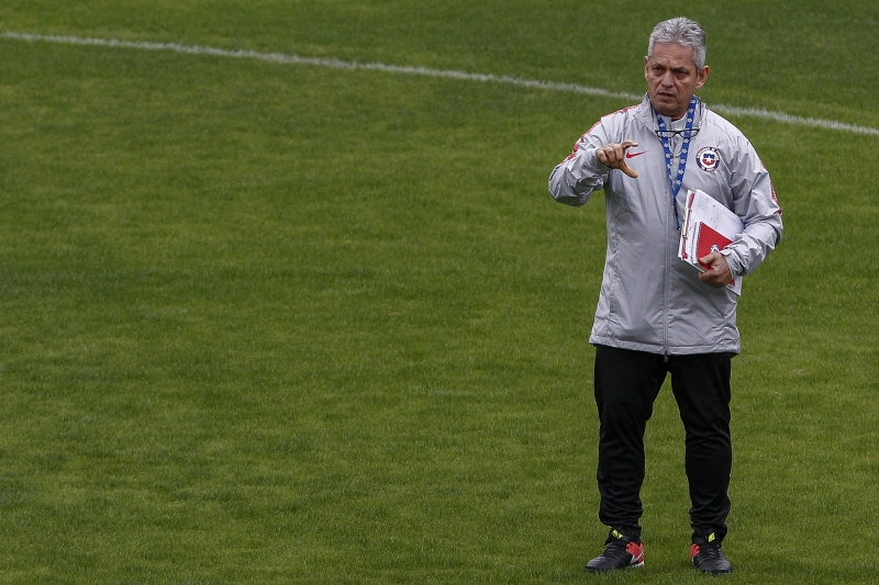 Chile's head coach Reinaldo Rueda conducts a training session in Sao Paulo, Brazil, on July 5, 2019 on the eve of their Copa America third place football match against Argentina. (Photo by Miguel SCHINCARIOL / AFP)       Caption