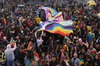 Diversidade e luta por direitos marcam caminhada LGBTI em Porto Alegre