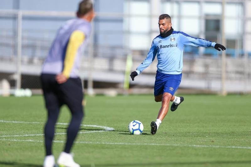 Volante admite que será difícil a direção evitar a venda de Everton