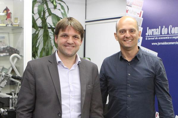 Rafael Sittoni Goelzer e Nelson Kadel Jr apresentam o projeto piloto