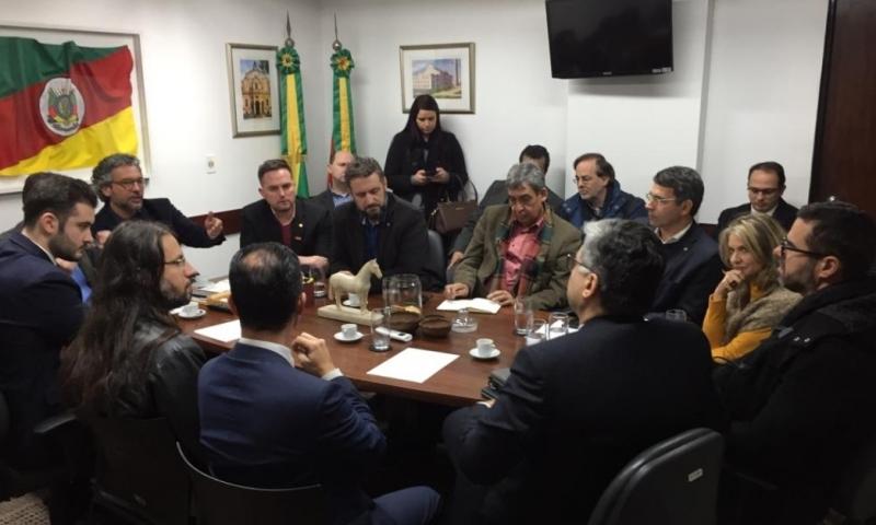 Representantes da Sefaz, Receita e parlamentares se reuniram ontem