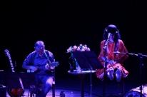 Tribo de Atuadores Ói Nóis Aqui Traveiz apresenta espetáculo na CCMQ