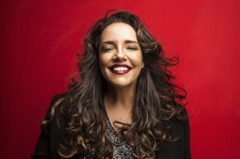 Ana Carolina apresenta novo álbum 'Fogueira em alto mar' em Porto Alegre e Novo Hamburgo