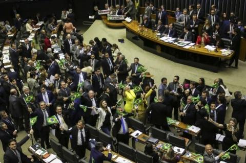 Câmara aprova reforma da Previdência em primeiro turno