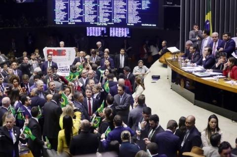 Com as mudanças no texto, economia perde R$ 281 bi