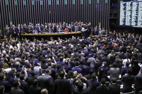 Câmara aprova em 1° turno texto da Previdência