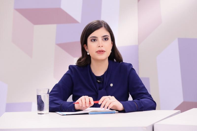 Deputada poderá sofrer processo por ir contra orientação partidária