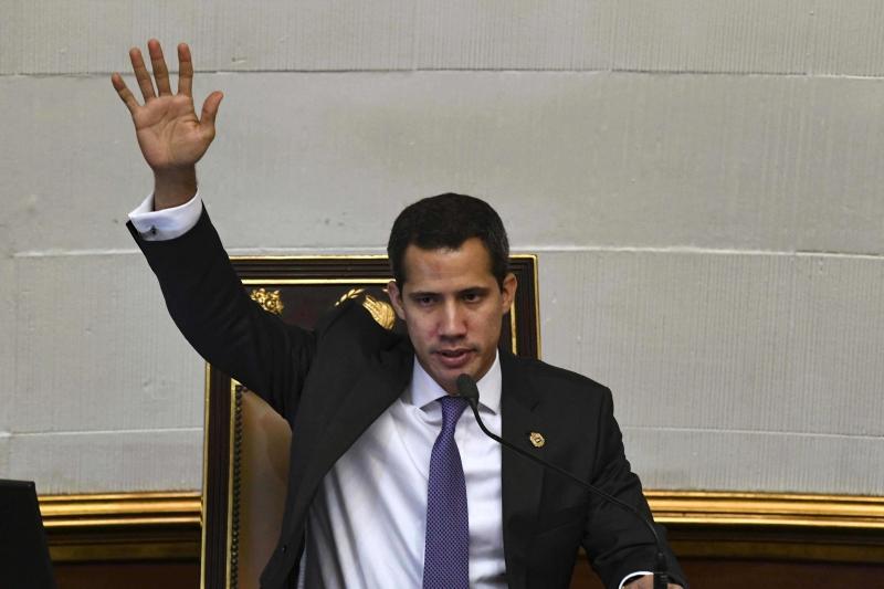 Guaidó se autodeclarou presidente, mas ainda não conseguiu assumir poder