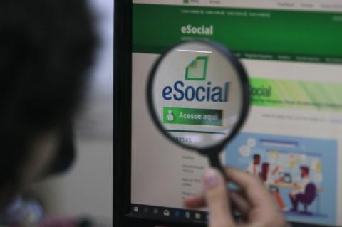 Especialistas acreditam que o eSocial não será extinto