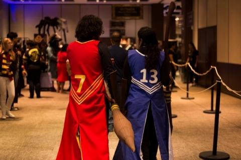 Evento em Porto Alegre faz fãs de Harry Potter se sentirem em Hogwarts