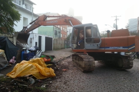 Prédio da prefeitura no bairro Menino Deus é demolido por risco de desabamento