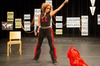 Andrea Beltrão apresenta peça 'Antígona' em Porto Alegre