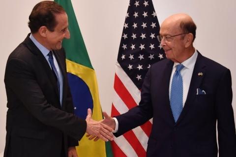 Secretário de comércio americano diz que Brasil precisa evitar 'armadilhas' que dificultem acordo futuro com EUA