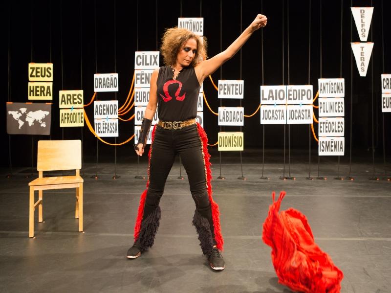 Andrea Beltrão sobe ao palco do Teatro do Prédio 40 da Pucrs