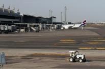 Neblina afeta operação de voos no aeroporto Salgado Filho, em Porto Alegre