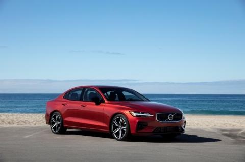 Volvo lança o novo sedã esportivo S60