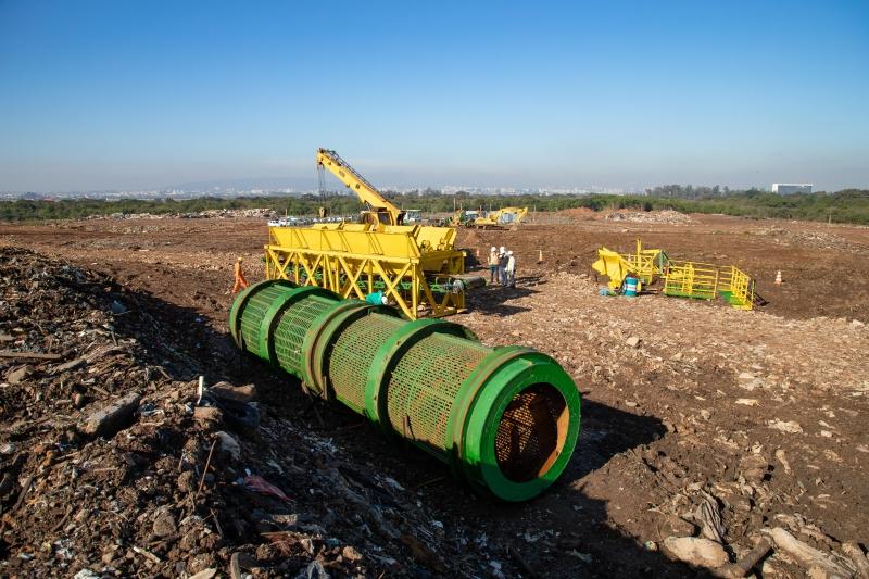 Chamado de trommel, equipamento processa a caliça da construção civil e produz nova matéria-prima