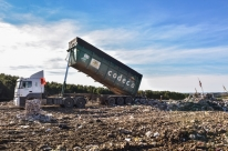 Descarte correto do lixo gera preocupação no município