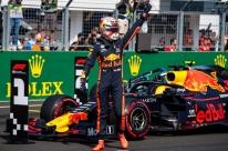 Em grande fase, Verstappen supera Bottas e Hamilton e conquista a 1ª pole na F-1