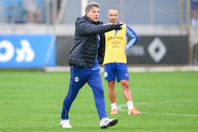 Técnico Renato Portaluppi falou que a pressão de brigar pelo título deve ficar com os clubes que estão em apenas uma competição