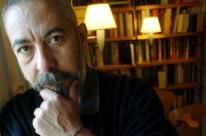 Escritor cubano Leonardo Padura lança romance em Porto Alegre