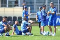 Renato prioriza bate-papo com os jogadores do Grêmio antes de treino