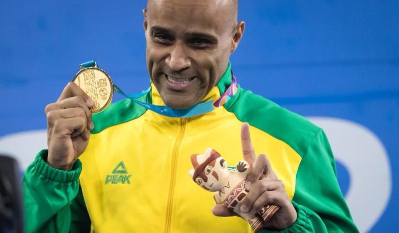 Em sua estreia na competição, João Gomes faturou o ouro ao vencer a prova de 100m peito