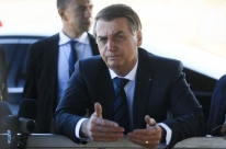 Após cirurgia, Bolsonaro posta mensagem de que passa bem e estará de volta 'logo'