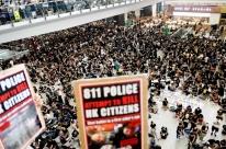 Hong Kong cancela voos em meio a protestos contra a polícia