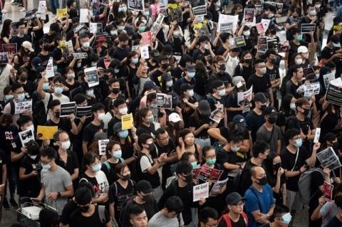 Em Hong Kong, polícia e manifestantes entram em confronto