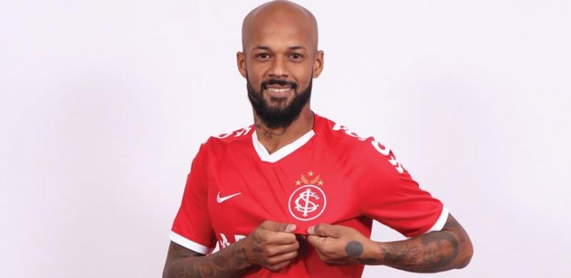 Jogador de 33 anos assinou contrato até o final de 2019