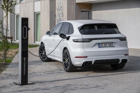 Porsche Cayenne mais potente é um híbrido plug-in