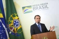 Triste com repercussão de incêndios, Bolsonaro avalia visitar Amazônia