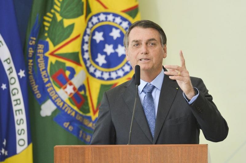 Em transmissão ao vivo, Bolsonaro defendeu que não está censurando o cinema.