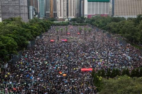 População volta a tomar as ruas de Hong Kong