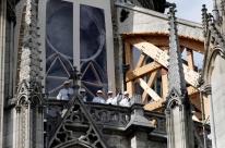 Notre-Dame retoma obras após risco de contaminação por chumbo